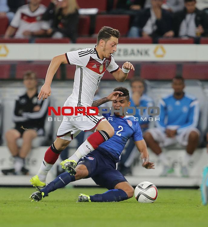 DFB Freundschaftsl&auml;nderspiel, Deutschland vs. USA<br /> Mesut &Ouml;zil (Deutschland), DeAndre Yedlin (USA)<br /> <br /> Foto &copy; nordphoto /  Bratic