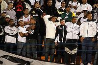 SÃO PAULO,SP,23 MAIO 2012 - COPA SANTANDER LIBERTADORES - CORINTHIANS x VASCO -torcedores do Vasco durante partida Corinthians x Vasco  válido pela oitavas de final  da Copa Santander Libertadores no Estádio Paulo Machado de Carvalho (Pacaembu), na zona oeste de São Paulo na noite desta quarta feira 23). (FOTO: ALE VIANNA -BRAZIL PHOTO PRESS).
