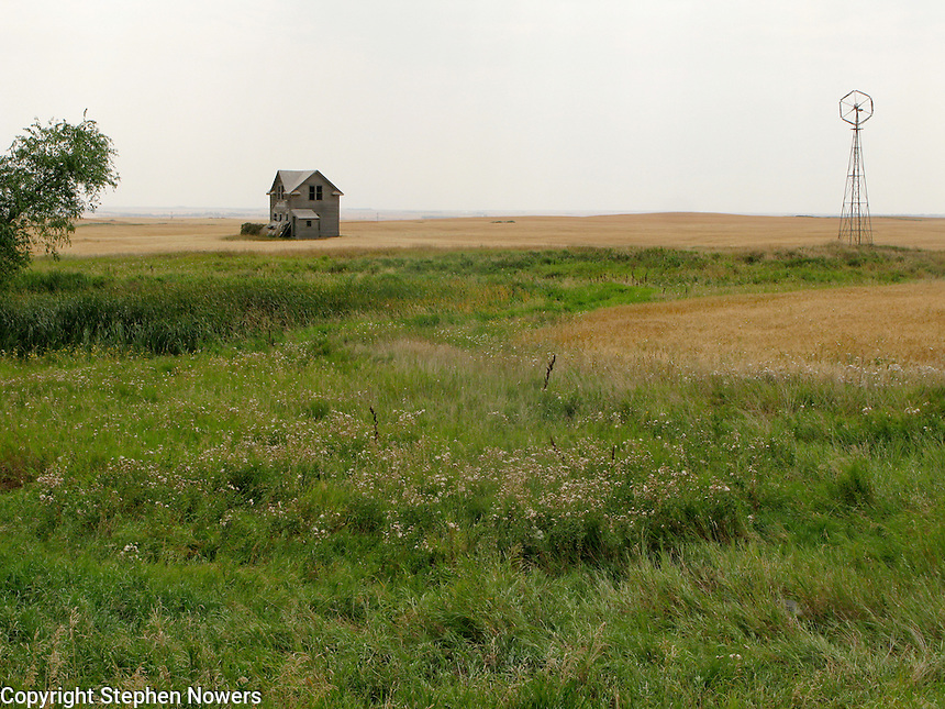 An abandoned farm house near Ray, North Dakota.