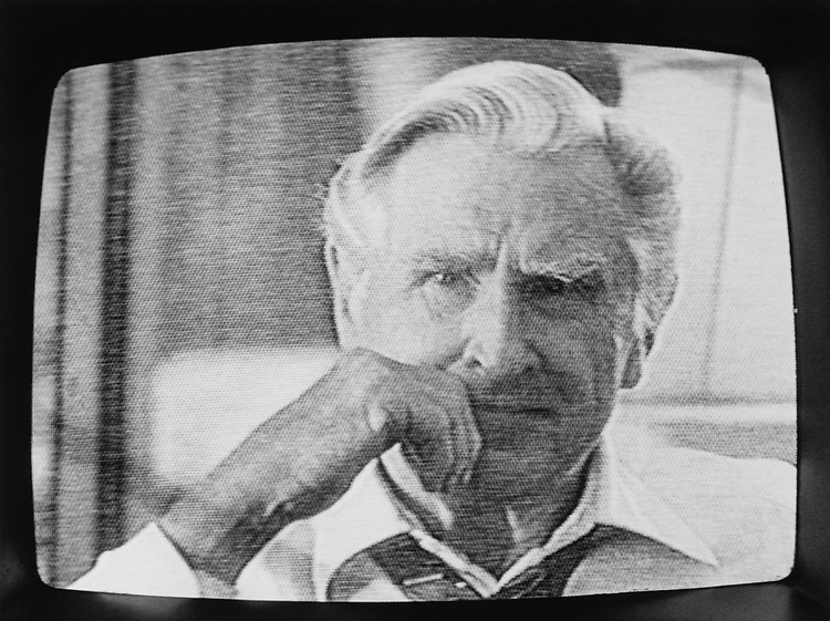 Lloyd Bridges as Ben Bradlee in Capital News series broadcasted on television on April 12, 1990. (Photo by Laura Patterson/CQ Roll Call via Getty Images)