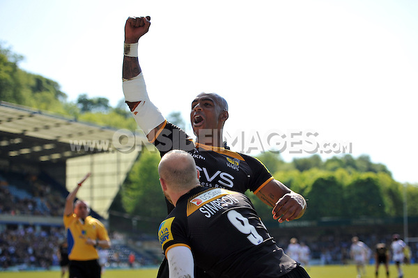 Tom Varndell celebrates Joe Simpson's try for Wasps with the crowd. European Champions Cup play-off, between London Wasps and Stade Francais on May 18, 2014 at Adams Park in High Wycombe, England. Photo by: Patrick Khachfe / JMP