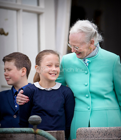 Queen Margrethe, Princess Isabella and Prince Christian of Denmark attend the 77th birthday celebrations of Queen Margrethe at Marselisborg palace in Aarhus, Denmark, 16 April 2017. Photo: Patrick van Katwijk Foto: Patrick van Katwijk/Dutch Photo Press/dpa /MediaPunch ***FOR USA ONLY***