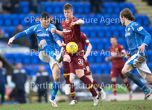 St Johnstone v Motherwell&hellip;20.02.16   SPFL   McDiarmid Park, Perth<br />Graham Cummins battles with Ben Hall<br />Picture by Graeme Hart.<br />Copyright Perthshire Picture Agency<br />Tel: 01738 623350  Mobile: 07990 594431