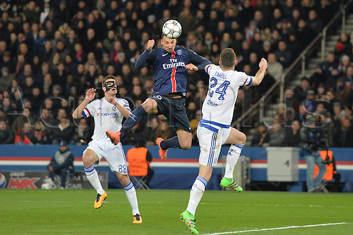 16.02.2016. Parc de Princes, Paris, France Champions League - Round of 16 - 1st Leg Paris St Germain versus Chelsea FC.  ZLATAN IBRAHIMOVIC (psg) beats Cahill to the header