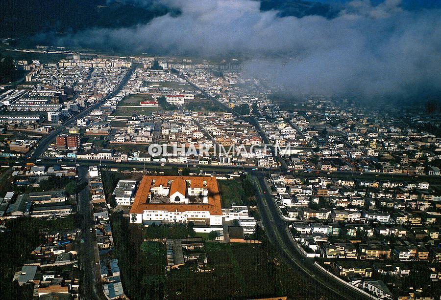 Vista aérea da cidade de Quito, capital do Equador. Foto de Juca Martins. Data: 1987.