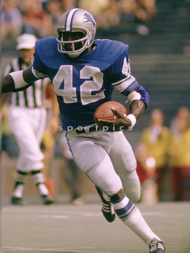 Detroit Lions Altie Taylor (42) during a game from his 1972 season with the Detroit Lions. Altie Taylor played for 8 seasons with 2 different teams.(SportPics)