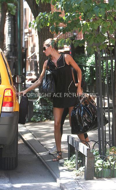 WWW.ACEPIXS.COM ** ** ** ......August 21 2008, New York City....Supermodel Gisele Bundchen leaves her house in a taxi....Please byline: STAN ROSE -- ACEPIXS.COM.. *** ***  ..Ace Pictures, Inc:  ..tel: (646) 769 0430..e-mail: info@acepixs.com..web: http://www.acepixs.com