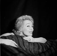 Portrait studio de la chanteuse francaise Paule Desjardins<br /> , dans les années 50 ou 60 - date inconnue<br /> <br /> PHOTO : Agence Quebec Presse - Roland Lachance