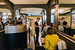 reportage réalisé au restaurant la bourse ou la vie, rue Vivienne à paris (75°