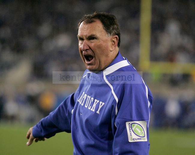 UK head coach Rich Brooks yells at his team as Florida advances to another touchdown. Florida beat UK 41-7 at Commonwealth Stadium on Saturday, Sept. 26, 2009. Photo by Allie Garza | Staff