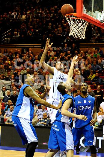GRONINGEN - Basketbal, Donar - Aris Leeuwarden, Dutch Basketbal League, Martiiniplaza, seizoen 2014-2015, 11-04-2015,   score van Donar speler Craig Osaikhwuwuomwan