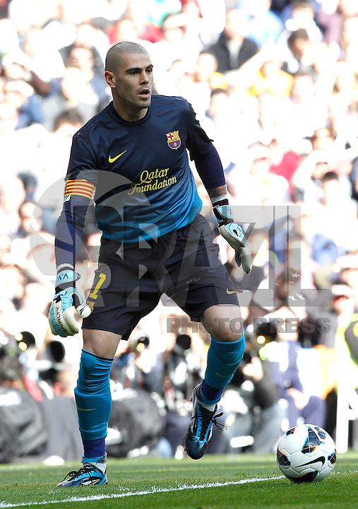 MADRI, ESPANHA, 02 MARÇO 2013 - CAMPEONATO ESPANHOL - REAL MADRID X BARCELONA - Victor Valdez goleiro do  Barcelona durante partida contra o Real Madrid  em partida pela 26 rodada do Campeonato Espanhol, neste sabado, 02. (FOTO: ALEX CID-FUENTES / ALFAQUI / BRAZIL PHOTO PRESS).