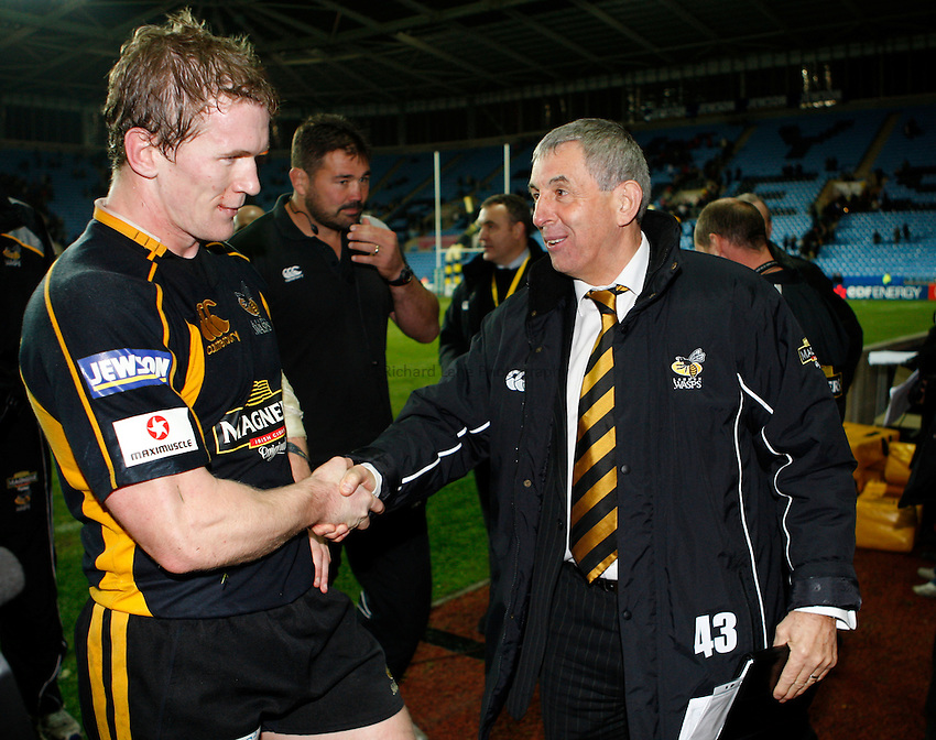 Photo: Richard Lane/Richard Lane Photography..London Wasps v Munster Rugby. Heineken Cup. 10/11/2007. .Wasps' Director of Rugby, Ian McGeechan (rt) shakes hands with Tom Rees.