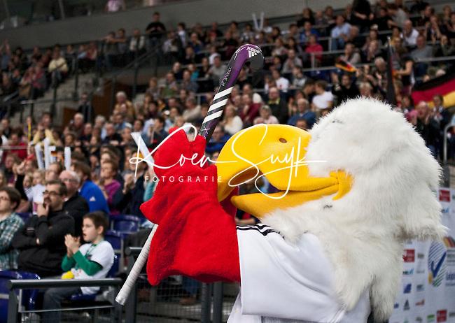 LEIPZIG -  De mascotte   , zaterdag tijdens de halve finalewedstrijd bij de vrouwen tussen Nederland en Duitsland (1-4) bij het EK Zaalhockey in Leipzig.  ANP KOEN SUYK