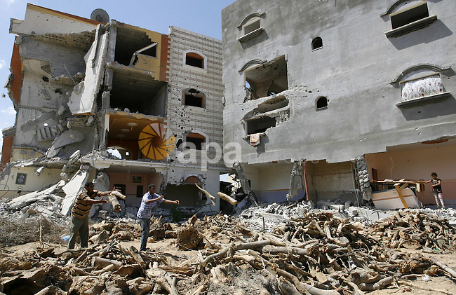 "Palestinians search in the rubble of a destroyed house in Khan Yunis in the southern Gaza Strip on September 11, 2014. Israel's deputy foreign minister,Tzahi Hanegbi , warned that Hamas was likely to resume ""violence"" if it feels it has made no political gains from upcoming talks in Cairo. Photo by Abed Rahim Khatib"
