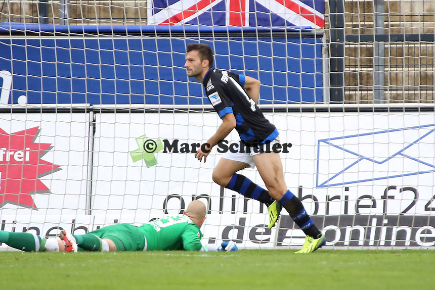 Edmond Kapllani (FSV) erzielt das 3:0, Sascha Kirschstein (Aue) frustriert  - FSV Frankfurt vs. FC Erzgebirge Aue, Frankfurter Volksbank Stadion