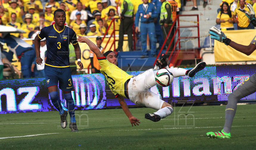 BARRANQUILLA  -COLOMBIA , 28,MARZO-2016. Sebastian Perez jugador de Colombia convierte su gol contra  Ecuador    por la fecha 6 de las eliminatorias para el mundial de Rusia 2018 jugado en el estadio Metropolitano Roberto Meléndez./ Sebastian Perez of Colombia scores his goal aganist  of Ecuador  during   a match between Colombia and Ecuador as part of FIFA 2018 World Cup Qualifier six date at Metropolitano Roberto Melendez Stadium on March  28, 2015 in Barranquilla, Colombia. Photo: VizzorImage / Felipe Caicedo / Staff