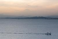 Enoshima (????) est une petite île du Japon de 4 km de circonférence, qui se situe à l'embouchure du fleuve Katase. L'île est reliée à la ville de Fujisawa par un pont de 600 mètres de long. Elle fait partie du Sh?nan. Enoshima Island, Asia, Asie, Japon, Japan