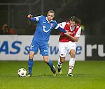 Nederland, Alkmaar, 21 december 2012.Eredivisie .Seizoen 2012-2013.AZ-FC Twente.Luc Castaignos van FC Twente en Etienne Reijnen van AZ strijden om de bal.