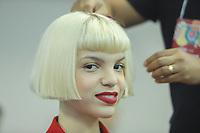 BELO HORIZONTE, MG, 09.04.2019- MINAS-TREND - Modelo durante backstage, na 24ª edição, do Minas Trend - primavera verão 2020, no Expominas, em Belo Horizonte (MG), nesta terça-feira, 09. (Foto: Doug Patricio/Brazil Photo Press/Folhapress)