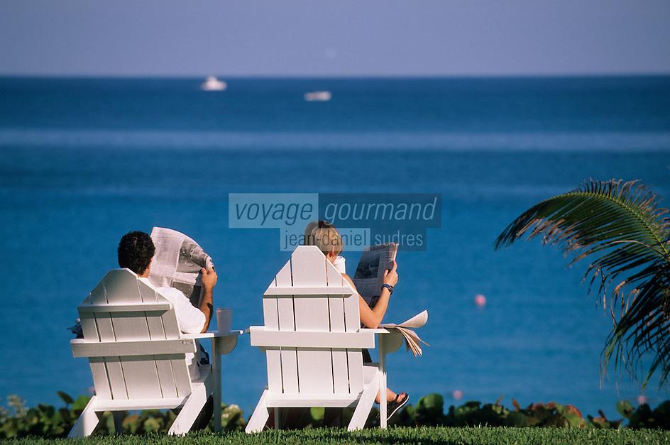"""Iles Bahamas / New Providence et Paradise Island / Nassau: Hotel """"One & Only Océan Club"""" vacanciers dans le parc face à l'océan"""