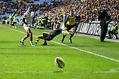 2nd December 2017, Rioch Arena, Coventry, England; Aviva Premiership rugby, Wasps versus Leicester; Juan De Jongh of Wasps claims he is knocked off the ball