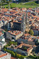 France, Aquitaine, Pyrénées-Atlantiques, Pays Basque, Bayonne: Cathédrale Sainte-Marie,  et Château Vieux vue aérienne // France, Pyrenees Atlantiques, Basque Country, Bayonne: Cathedrale Sainte-Marie,  Aerial view