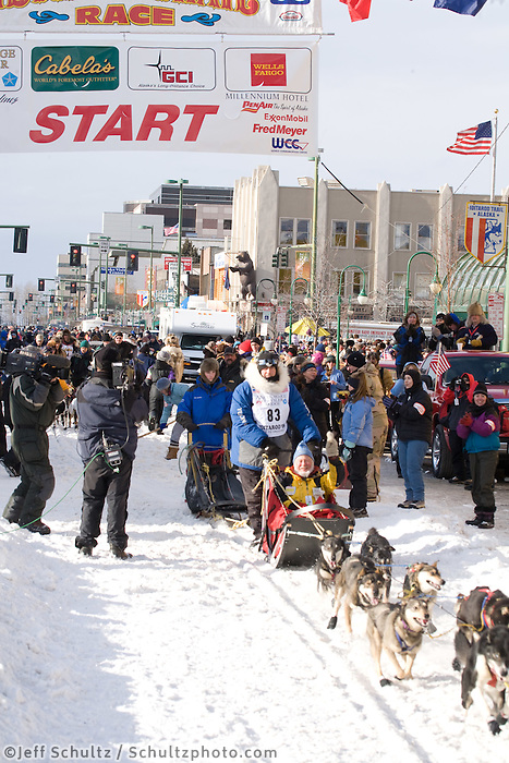 Joe Runyan Anchorage Start Iditarod 2008.