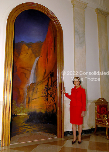 Washington, DC - November 29, 2007 -- First lady Laura Bush Shows off a painting of Utah's Zion National Park situated in one of the niches of the Cross Hall which is part of the 2007 White House Decorations in Washington, D.C. on Thursday, November 29, 2007..Credit: Ron Sachs / CNP