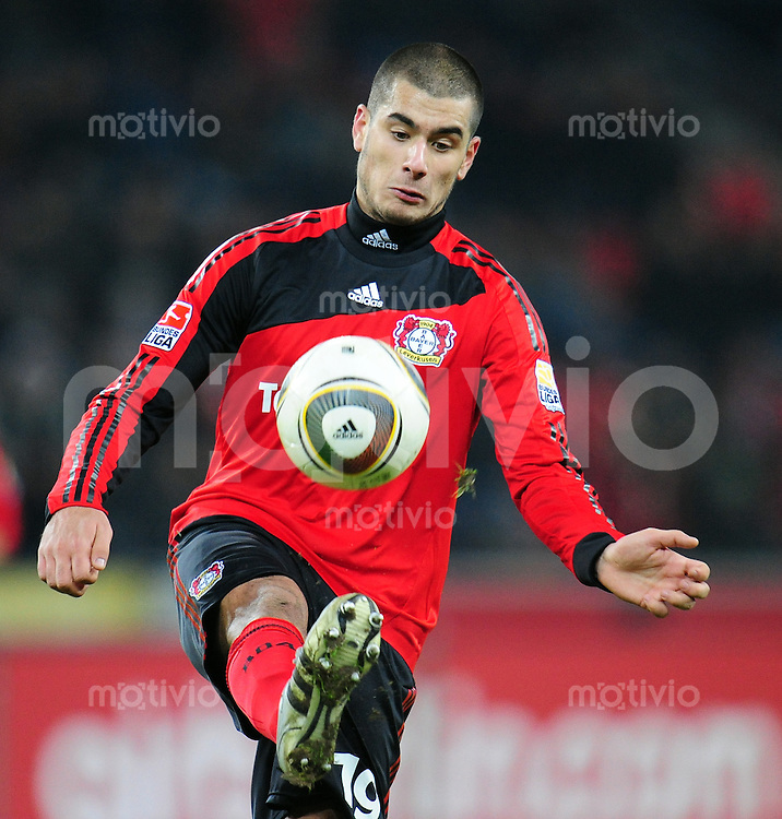 FUSSBALL  1. BUNDESLIGA   SAISON 2009/2010  18. SPIELTAG Bayer 04 Leverkusen - FSV Mainz 05                     16.10.2010   Eren DERDIYOK (Leverkusen) Einzelaktion am Ball