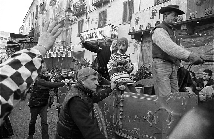 Storico Carnevale di Ivrea. Parata --- Historic Carnival of Ivrea. Parade