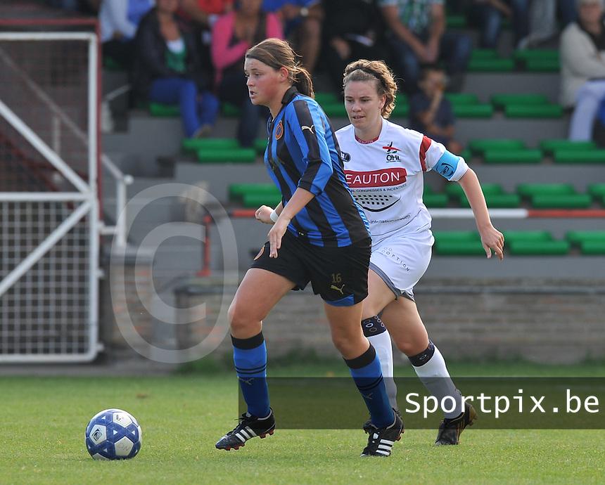 Club Brugge Dames - OHL Oud Heverlee Leuven Dames : Sofie Huyghebaert aan de bal voor Anneleen Segers.Foto David Catry / Vrouwenteam.be