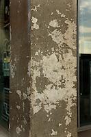 Maison des etudiants -  Erève - Espace rencontres et vie étudiante.Architectes J.-P. Lanoire, S. Courrian, 2004.Degradation de beton cire