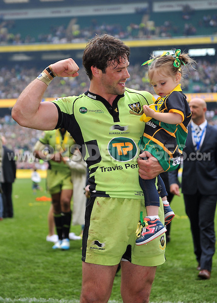 Ben Foden celebrates with his daughter. Aviva Premiership Final, between Saracens and Northampton Saints on May 31, 2014 at Twickenham Stadium in London, England. Photo by: Patrick Khachfe / JMP