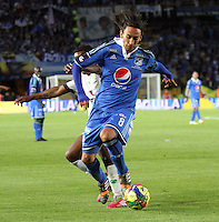 BOGOTA -COLOMBIA. 03-05-2014.  Rafael Robayo (Der) de Millonarios  disputa el balon contra Ivan Rivas de La Equidad  partido de vuelta por los Cuartos de Final  de La liga Postobon  disputado en el estadio Nemesio Camacho El Campin. /  Rafael Robayo (Der) of Millonarios dispute the balloon against Ivan Rivas  of La Equidad  game around the Quarter Finals of the Postobon league match at the Estadio Nemesio Camacho El Campin. Photo: VizzorImage/ Felipe Caicedo / Staff