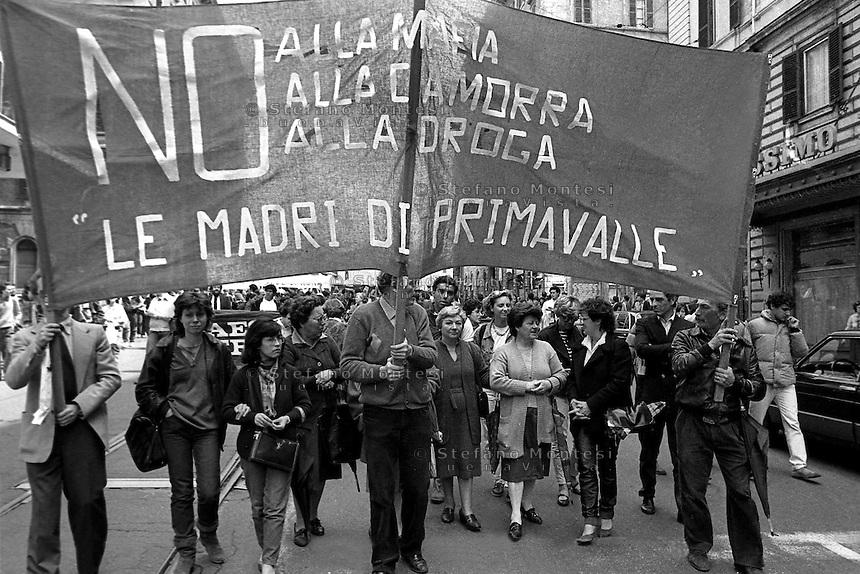 Roma 5 Marzo 1983.Manifestazione nazionale degli  studenti  contro la mafia la camorra e il traffico della droga.Le mamme di Primavalle<br /> Rome, March 5, 1983.National demonstration of students against the Camorra mafia and drug trafficking.
