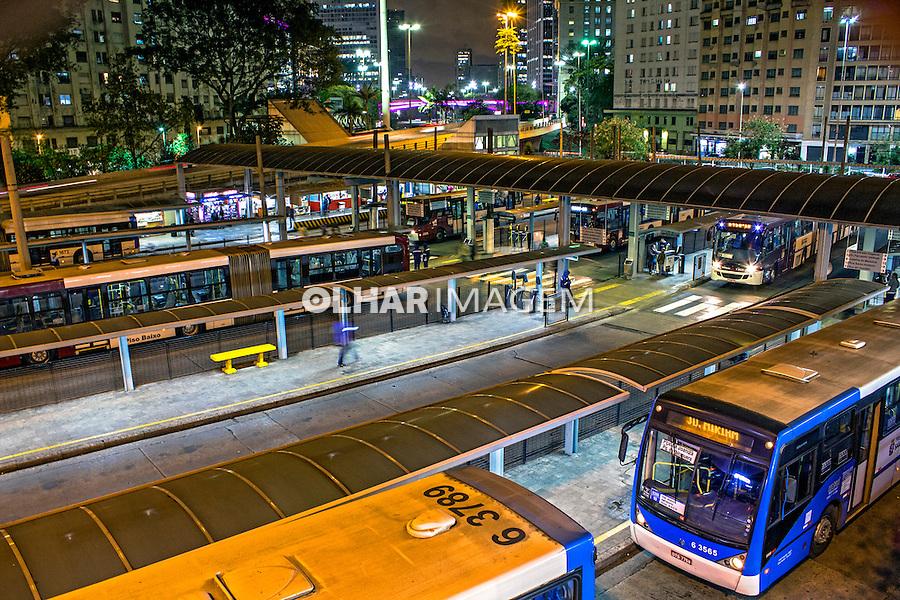 Terminal de onibus na Praça da Bandeira em Sao Paulo. 2014. Foto de Alf Ribeiro.