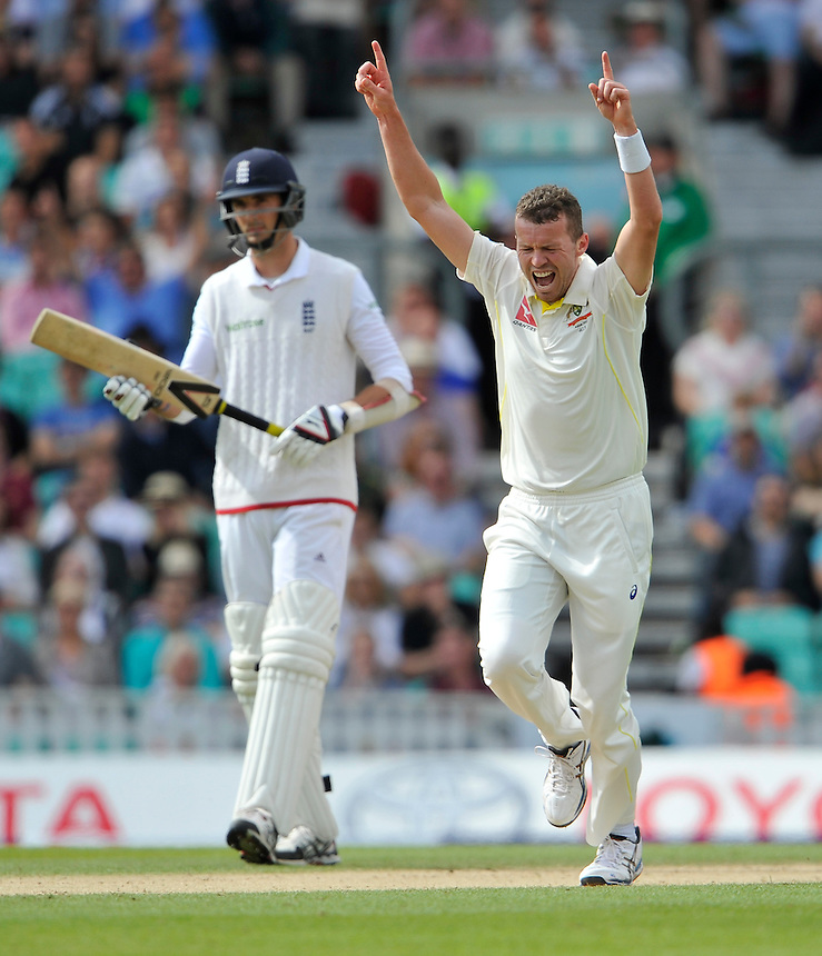 Australia's Peter Siddle celebrates taking the wicket of England's Moeen Ali caught by Peter Nevill for the 35<br /> <br /> Photographer Ashley Western/CameraSport<br /> <br /> International Cricket - Investec Ashes Test Series 2015 - Fifth Test - England v Australia - Day 4 - Sunday 23rd August 2015 - Kennington Oval - London<br /> <br /> &copy; CameraSport - 43 Linden Ave. Countesthorpe. Leicester. England. LE8 5PG - Tel: +44 (0) 116 277 4147 - admin@camerasport.com - www.camerasport.com