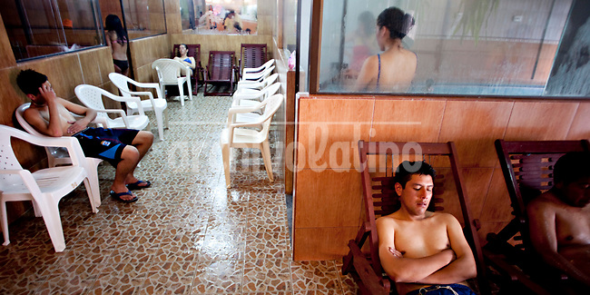 .Young people resting in a sauna.Just 25 years ago it was a small group of houses around La Paz  airport, at an altitude of 12,000 feet. Now El Alto city  has  nearly one million people, surpassing even the capital of Bolivia, and it is the city of Latin America that grew faster ...It is also a paradigmatic city of the troubles  and traumas of the country. There got refugee thousands of miners that lost  their jobs in 90 ¥s after the privatization and closure of many mines. The peasants expelled by the lack of land or low prices for their production. Also many who did not want to live in regions where coca  growers and the Army  faced with violence...In short, anyone who did not have anything at all and was looking for a place to survive ended up in El Alto...Today is an amazing city. Not only for its size. Also by showing how its inhabitants,the poorest of the poor in one of the poorest countries in Latin America, managed to get into society, to get some economic development, to replace their firs  cardboard houses with  new ones made with bricks ,  to trace its streets,  to raise their clubs, churches and schools for their children...Better or worse, some have managed to become a sort of middle class, a section of the society that sociologists call  emerging sectors. Many, maybe  most of them, remain for statistics as  poor. But clearly  all of them have the feeling they got  for their children a better life than the one they had to face themselves .