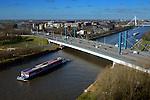 UTRECHT - De 326 meter lange, onlangs door Combinatie Galecom in opdracht van Rijkswaterstaat gerenoveerde Galecopperbrug (A12) over Amsterdam-Rijnkanaal is genomineerd voor de Staalprijs 2016. Bij het project waren KWS, Van Hattum Blankevoort, VolkerRail, Mercon en Hollandia Structures en Tappan betrokken.