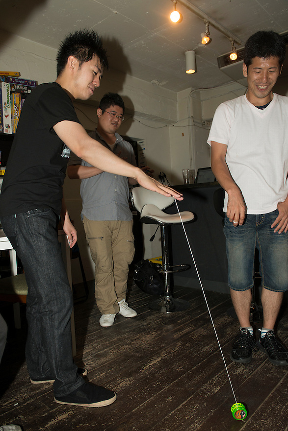 Yo-yo artist BLACK teaches a workshop to members of the public, Jelly Jelly Cafe, Shibuya, Tokyo, Japan, August 17, 2012.