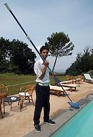 Manutenzione della piscina..Maintenance of the pool....