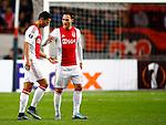 Nederland, Amsterdam, 5 november 2015<br /> Europa League<br /> Seizoen 2015-2016<br /> Ajax-Fenerbahce (0-0)<br /> Anwar El Ghazi van Ajax verlaat geblesseerd het veld Rechts Nemanja Gudelj van Ajax