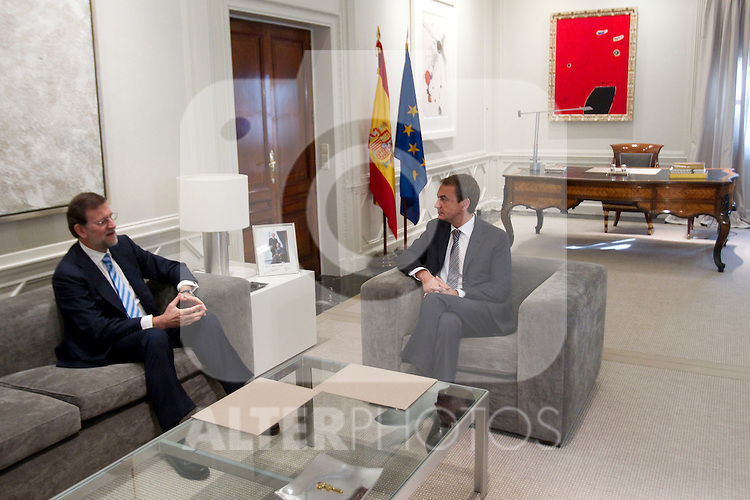 MADRID (05/05/2010).- Spain's Prime minister Jose Luis Rodriguez Zapatero recieves PP leader Mariano Rajoy at La Moncloa Palace...Photo:  Cesar Cebolla / ALFAQUI