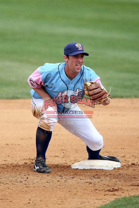 May 3, 2009:  Second Baseman Jonathan Malo of the Binghamton Mets, Eastern League Class-AA affiliate of the New York Mets, during a game at the NYSEG Stadium in Binghamton, NY.  The Mets wore special blue and pink jerseys that were auctioned off after the game to benefit breast and prostate cancer.  Photo by:  Mike Janes/Four Seam Images