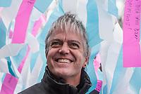 """Aufbau der Kunstinstallation """"Visions in Motion"""" des Kuenstler Patrick Shearn vor dem Brandenburger Tor anlaesslich der Feierlichkeiten zum 30. Jahrestag des Mauerfall am 9. November 1989.<br /> 30.000 Botschaften von Berlinern werden in einer Laenge von rund 150 Metern als Teppich aus bunten Faehnchen ueber der Strasse des 17. Juni schweben.<br /> Im Bild: Der Kuenstler Patrick Shearn aus Los Angeles.<br /> 1.11.2019, Berlin<br /> Copyright: Christian-Ditsch.de<br /> [Inhaltsveraendernde Manipulation des Fotos nur nach ausdruecklicher Genehmigung des Fotografen. Vereinbarungen ueber Abtretung von Persoenlichkeitsrechten/Model Release der abgebildeten Person/Personen liegen nicht vor. NO MODEL RELEASE! Nur fuer Redaktionelle Zwecke. Don't publish without copyright Christian-Ditsch.de, Veroeffentlichung nur mit Fotografennennung, sowie gegen Honorar, MwSt. und Beleg. Konto: I N G - D i B a, IBAN DE58500105175400192269, BIC INGDDEFFXXX, Kontakt: post@christian-ditsch.de<br /> Bei der Bearbeitung der Dateiinformationen darf die Urheberkennzeichnung in den EXIF- und  IPTC-Daten nicht entfernt werden, diese sind in digitalen Medien nach §95c UrhG rechtlich geschuetzt. Der Urhebervermerk wird gemaess §13 UrhG verlangt.]"""