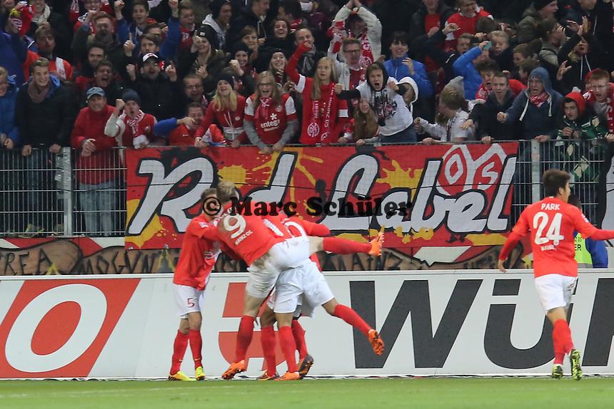 Torjubel Mainz um Eric-Maxim Choupo-Moting (Mainz) - 1. FSV Mainz 05 vs. Eintracht Frankfurt, Coface Arena, 12. Spieltag