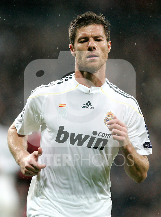 Real Madrid's Xabi Alonso during Champions League match. October 21, 2009. (ALTERPHOTOS/Alvaro Hernandez).