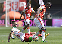 BOGOTÁ -COLOMBIA, 12-09-2015. Yair Arrechea (Der) jugador de Independiente Santa Fe disputa el balón con Martin Icart (Izq) jugador de Patriotas FC durante partido por la fecha 12 de la Liga Aguila II 2015 jugado en el estadio Nemesio Camacho El Campín de la ciudad de Bogotá./ Yair Arrechea (R) player of Independiente Santa Fe fights for the ball with Martin Icart (L) player of Patriotas FC during the match for the 12th date of the Aguila League II 2015 played at Nemesio Camacho El Campin stadium in Bogotá city. Photo: VizzorImage/ Gabriel Aponte / Staff
