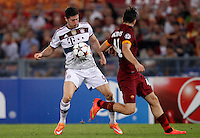 Calcio, Champions League, Gruppo E: Roma vs Bayern Monaco. Roma, stadio Olimpico, 21 ottobre 2014.<br /> Bayern's Robert Lewandowski, left, is challenged by Roma's Kostas Manolas during the Group E Champions League football match between AS Roma and Bayern at Rome's Olympic stadium, 21 October 2014.<br /> UPDATE IMAGES PRESS/Isabella Bonotto